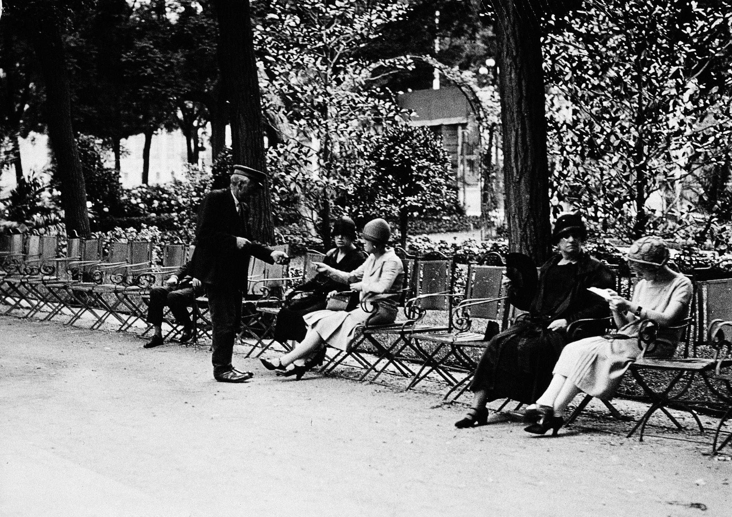 La foto de la semana: Sillas en el Paseo de Recoletos, 1929