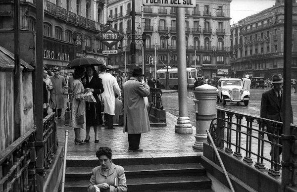 La foto de la semana: Lluvia en Sol (1948)