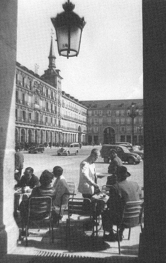 Terraza en la Plaza Mayor, 1961. Madrid