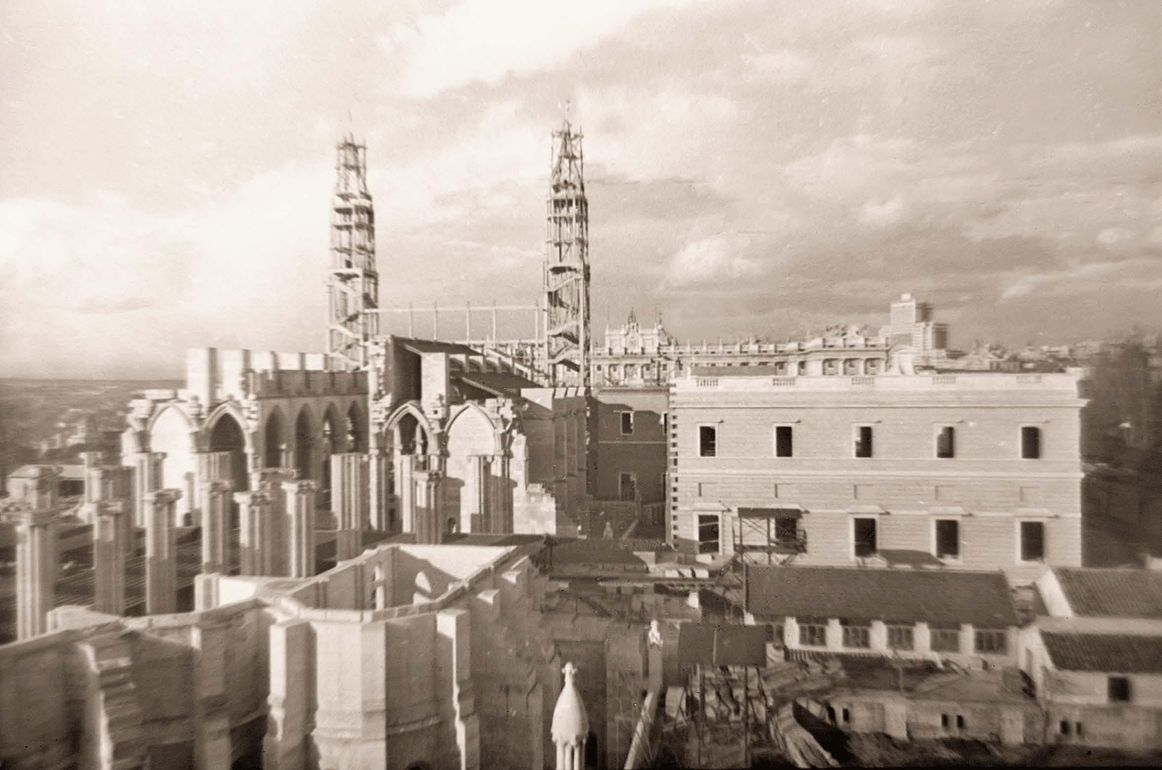 Cosntrucción de la Almudena. 1956