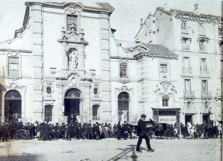 Salida de misa de la iglesia de San José